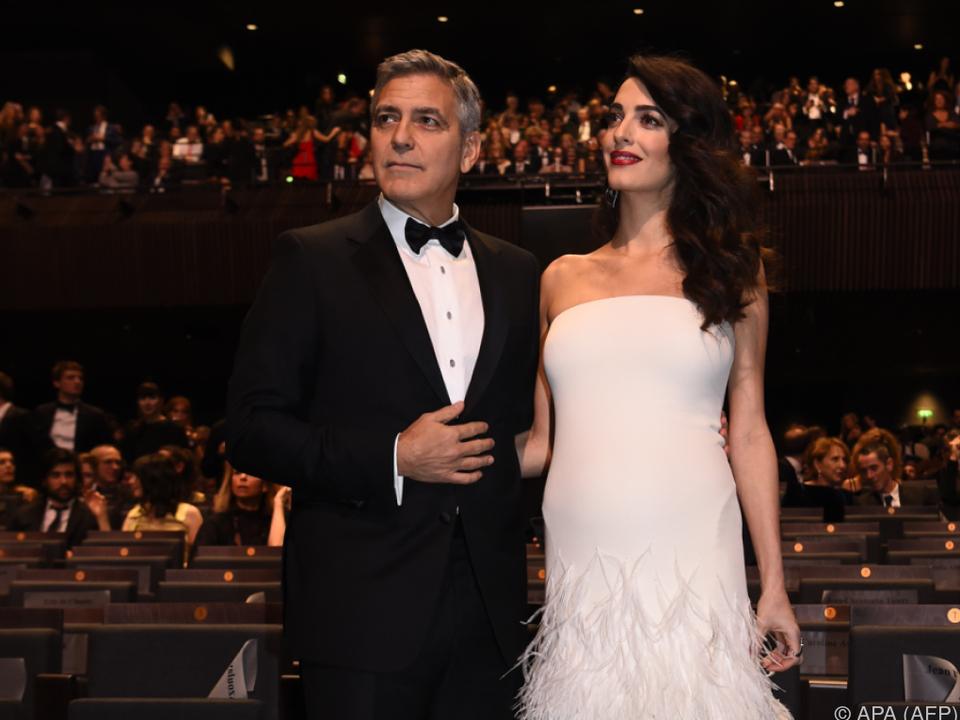 Die Clooneys wollen 3.000 Kinderen zu einer Schulbildung verhelfen