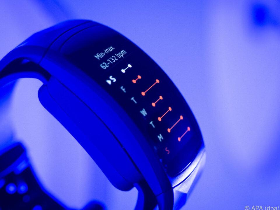 Der Fitness-Tracker Gear Fit2 Pro besitzt einen GPS-Empfänger