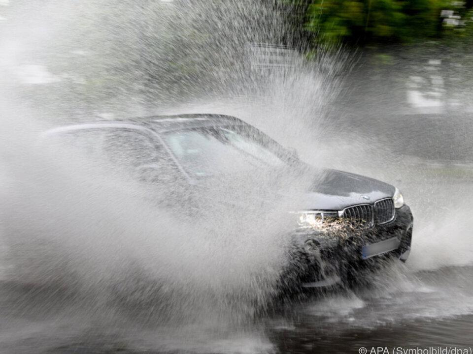 Die Infrastruktur wächst nicht ausreichend mit regen unwetter auto