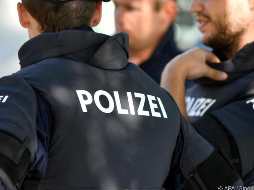 Die Polizei fahndet nach dem Mann