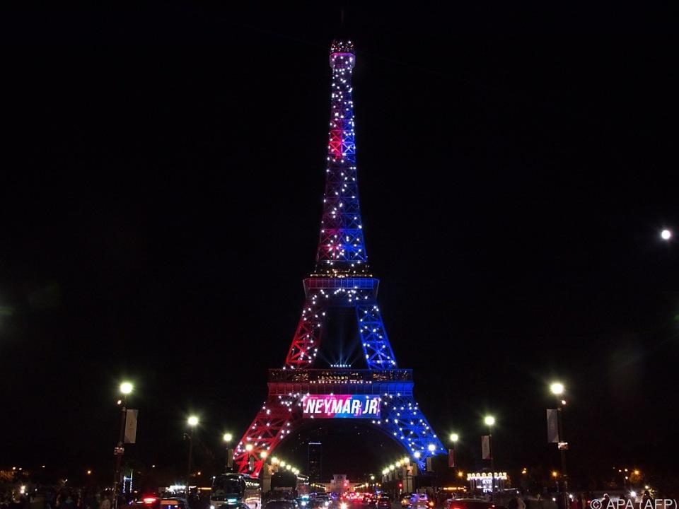 Eiffelturm in den Farben von PSG