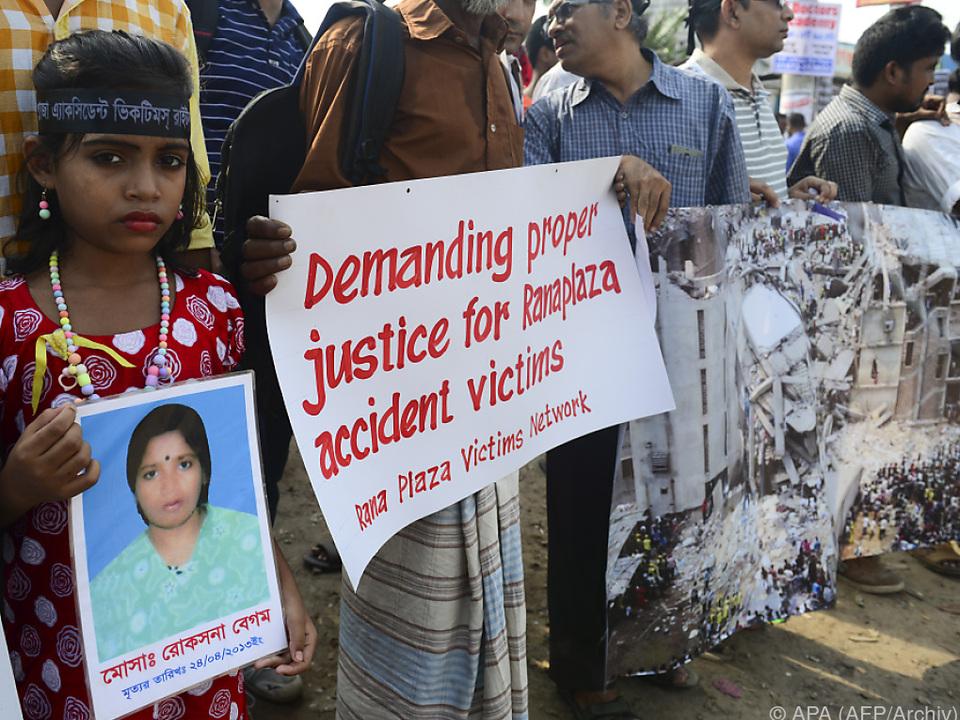 Ein Protestmarsch nach dem Einsturz der Textilfabrik Rana Plaza 2013