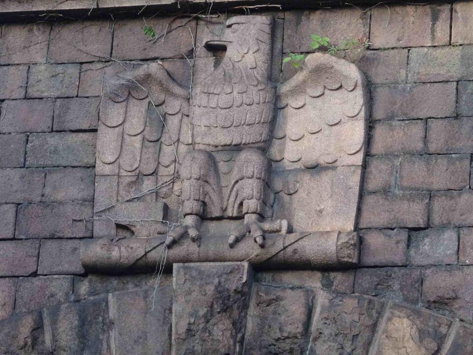 gesaeuberter-faschistischer-adler-beim-virgltunnel