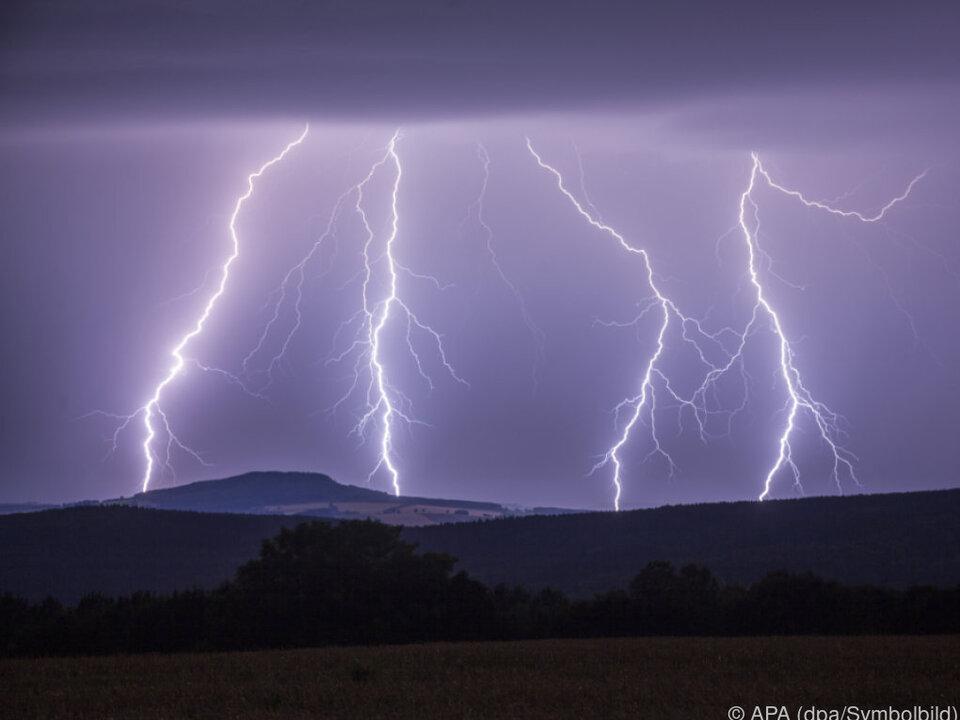 Gewitterstürme sorgten für Schäden blitz unwetter gewitter regen sturm