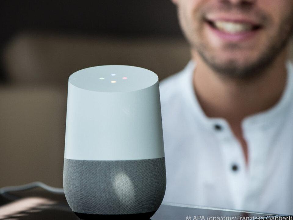 Wenn die vier LEDs aufleuchten, ist Google Home bereit