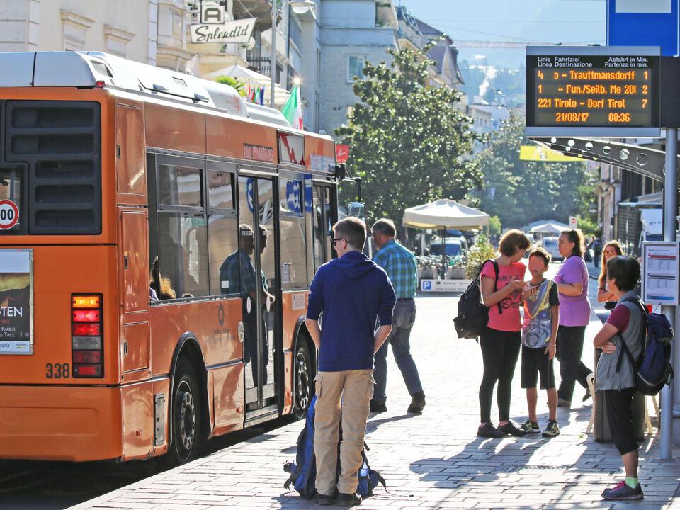Meran Bushaltestellen mit digitaler Anzeige