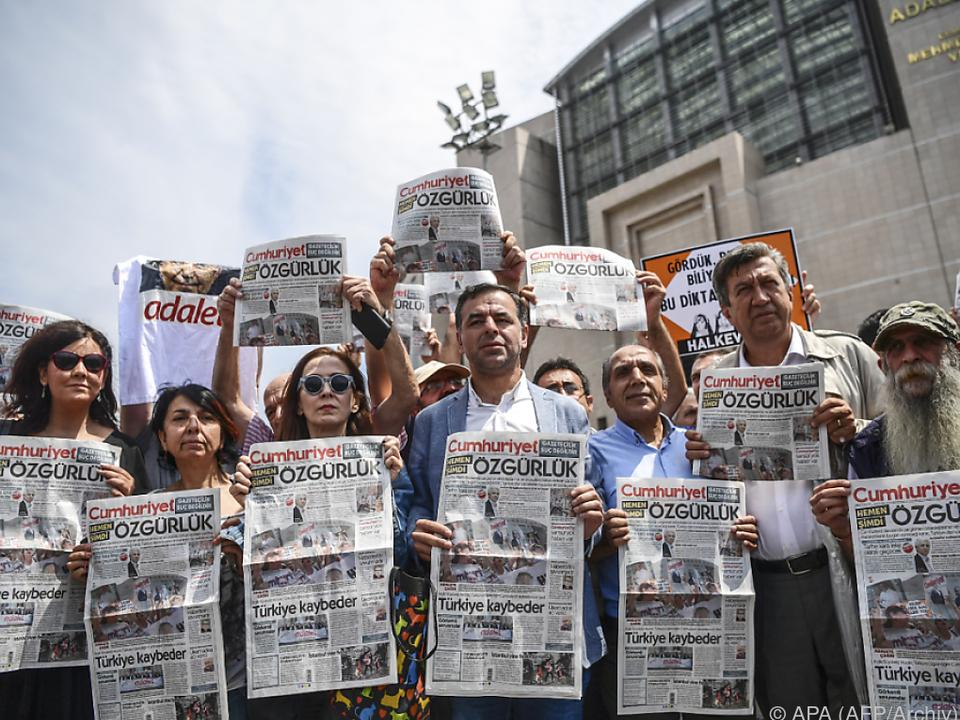 Immer wieder Proteste gegen Festnahmen