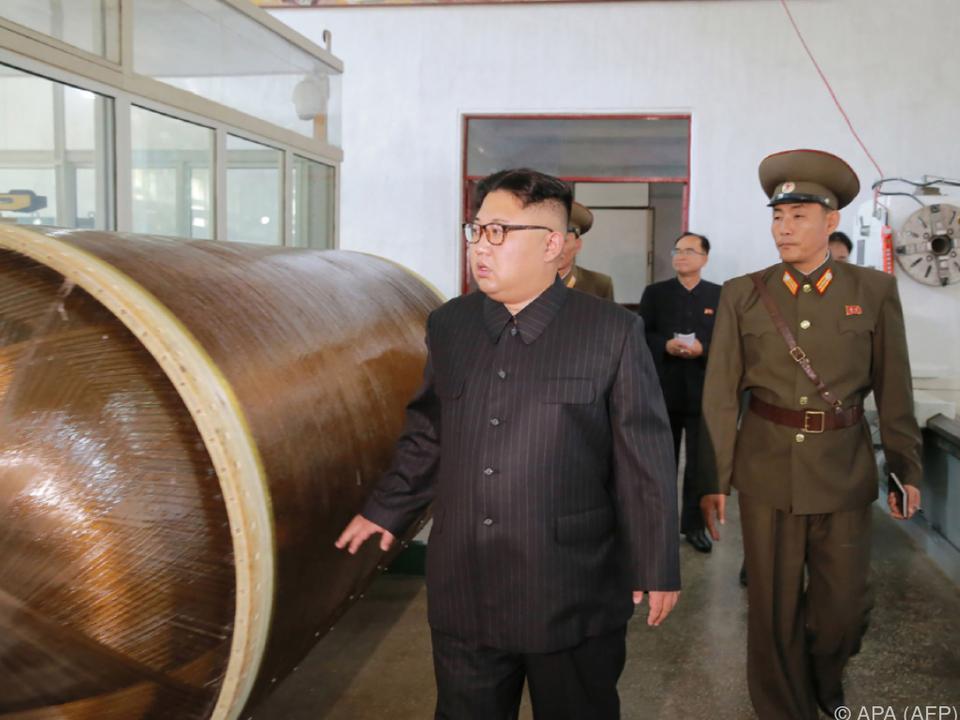 Kim ordnete den Bau weiterer Raketenteile an