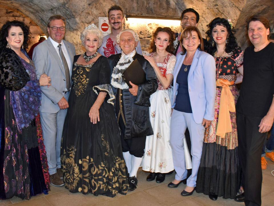 LH Günther Platter und LRin Beate Palfrader statteten den großartigen KünstlerInnen in der Pause einen Besuch ab.