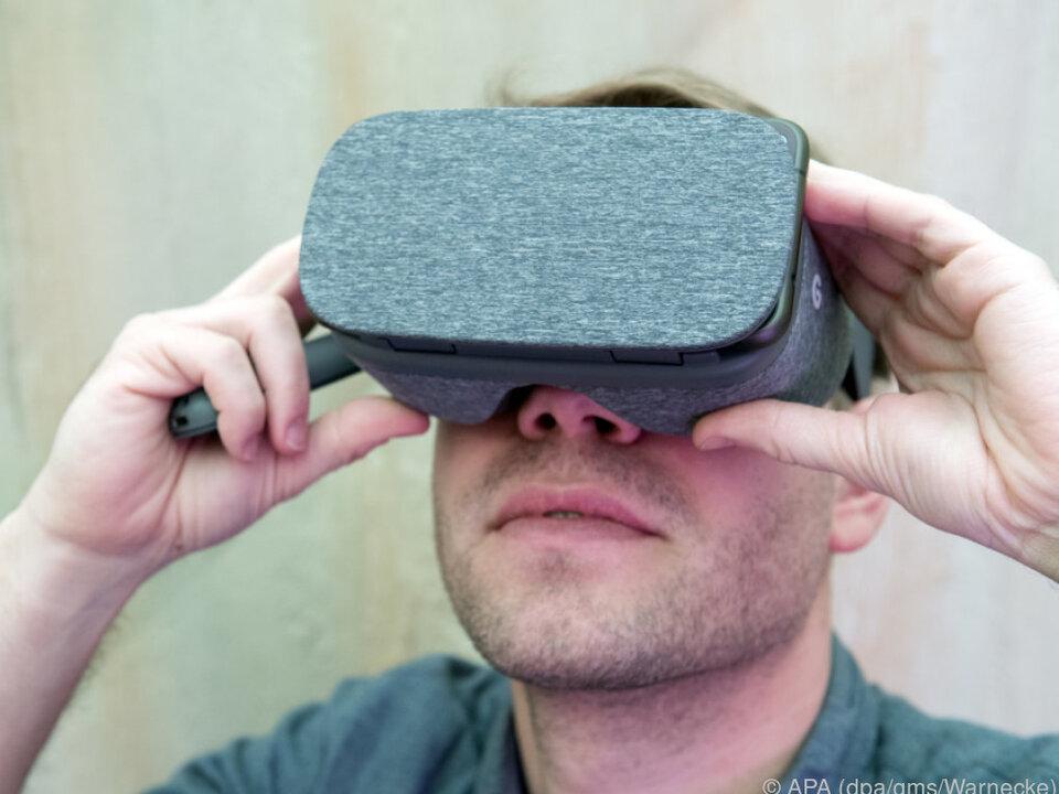 Per Smartphone und VR-Brille in virtuelle Welten
