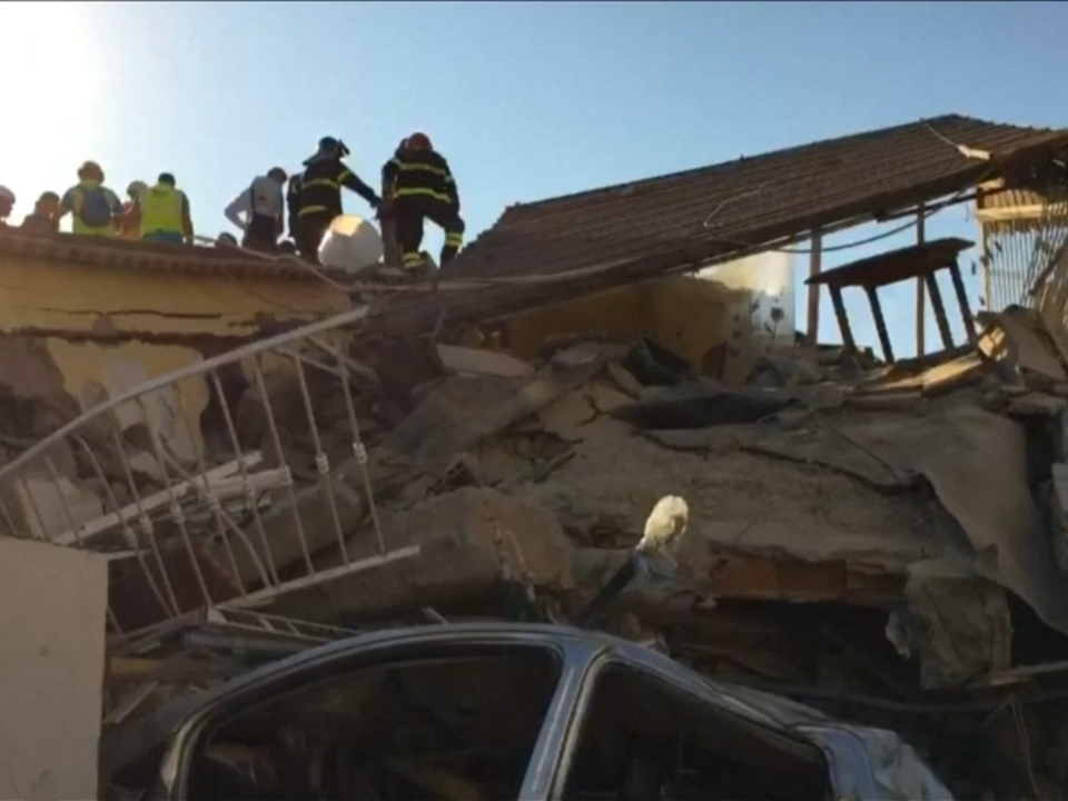 Rettungsarbeiten nach Erdbeben auf Ischia