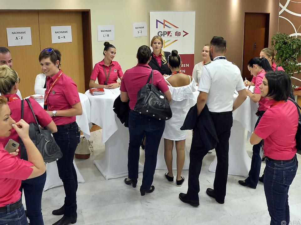 Rund 200 Teilnehmer am Flughafen Wien