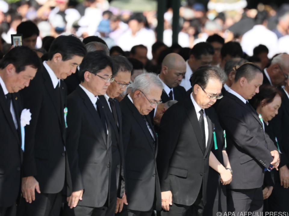 Schweigeminute zum Gedenken der Opfer