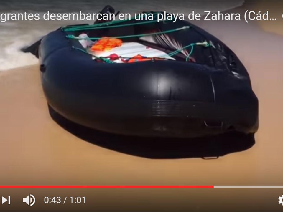 YouTube/Danciu Lagarder - 40 inmigrantes desembarcan en una playa de Zahara (Cádiz) Bienvenidos