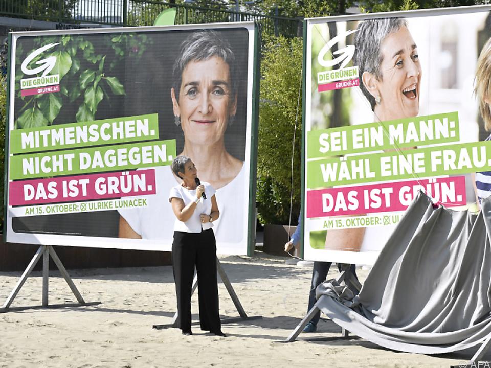 Spitzenkandidatin Ulrike Lunacek präsentierte die Plakate