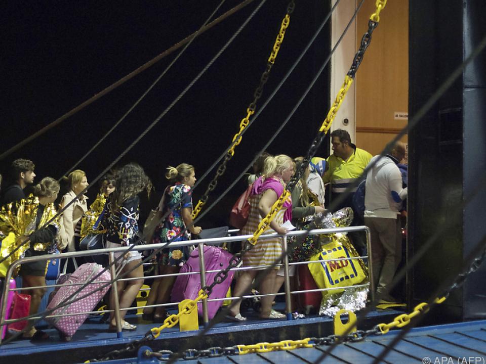 Touristen flüchten von Ischia