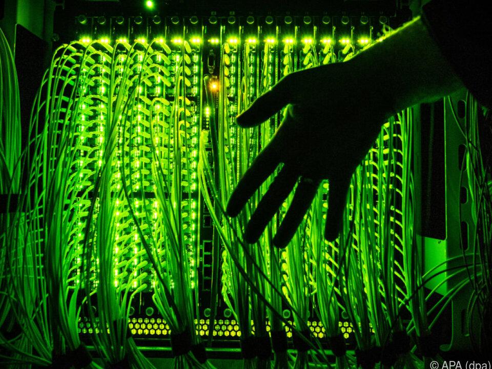 10 Mrd. Euro für Ausbau der Infrastruktur werden benötigt glasfaser internet hacker computer digital