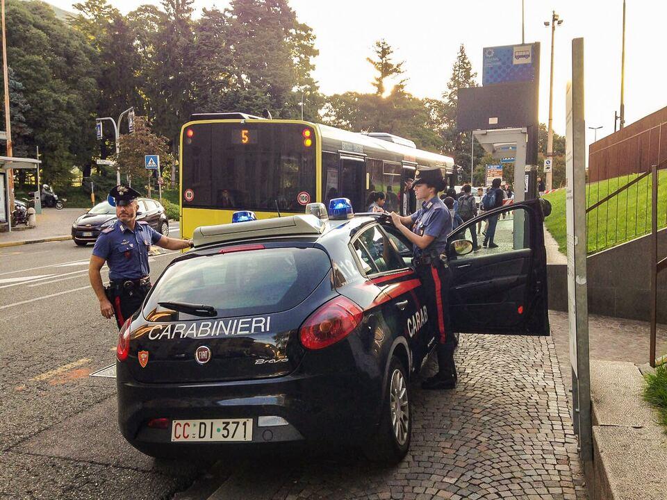Carabinieri SASA Scheibe beschädigt