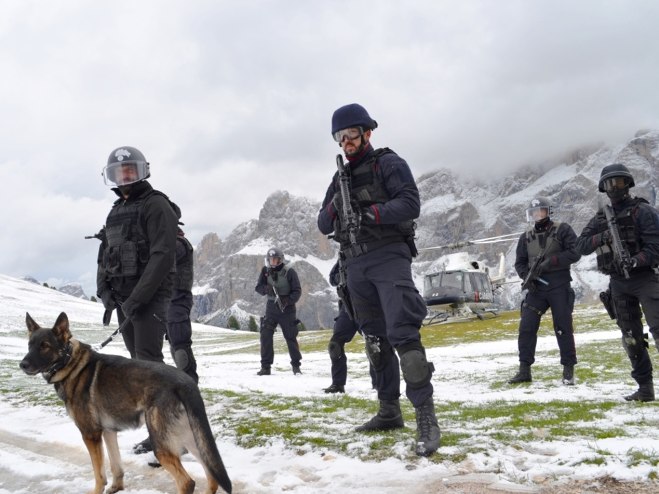 20170920-lazione-di-rastrellamento-congiunta-di-unita-cinofle-7-reggimento-e-commando-provinciale-di-bolzano