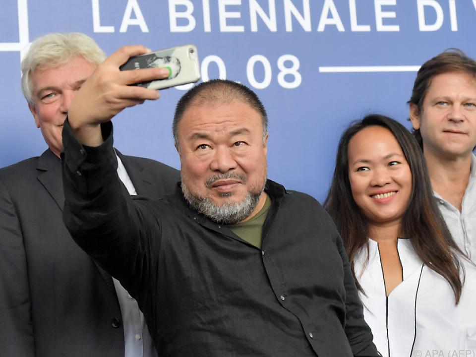 Ai Weiwei stellt sich auch in \