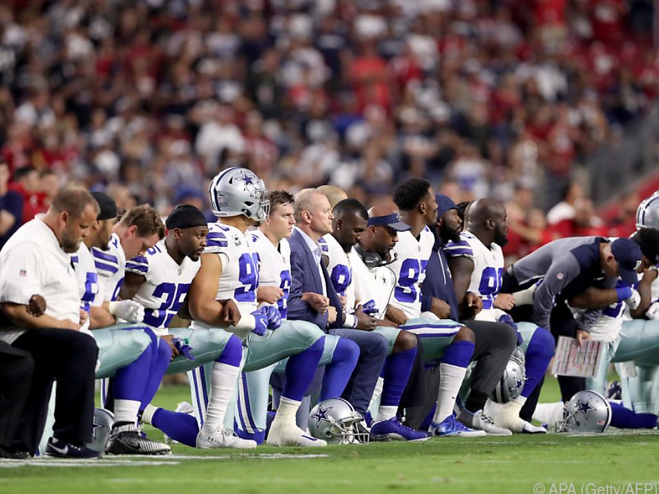 Auch die Cowboys knieten bei der Hymne