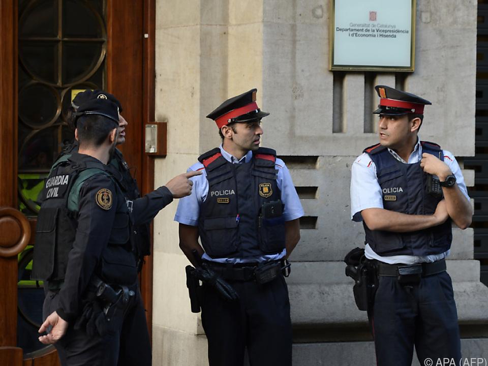 Bei Razzien wurden separatistische Politiker und Beamte festgenommen
