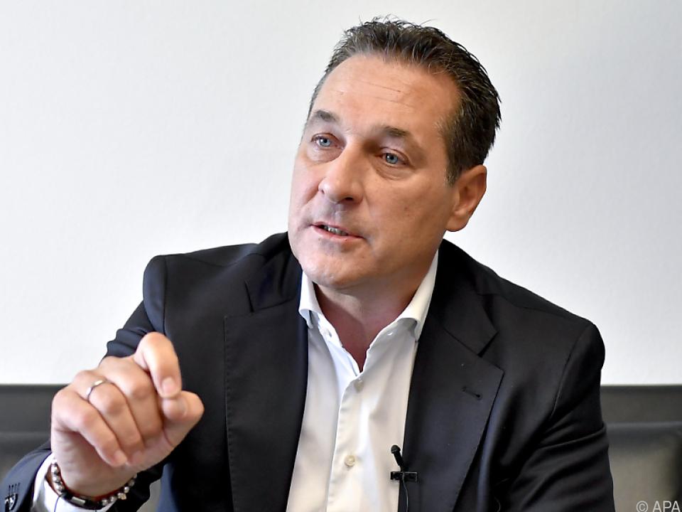 Blauer Chef sieht seine Partei als einzige Alternative zu Rot-Schwarz