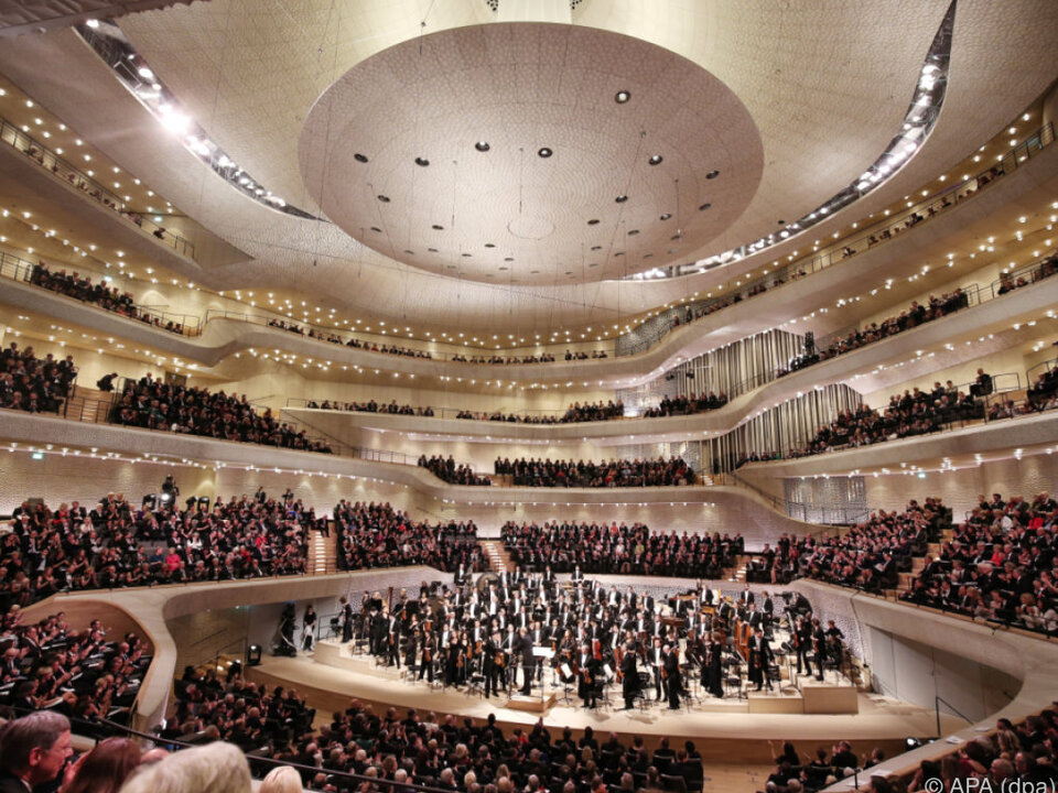 Cerhas Klanggewitter brachte die Elbphilharmonie zum Schwingen