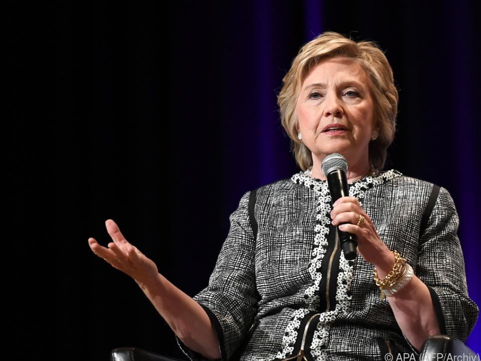Clinton sieht die USA in Gefahr