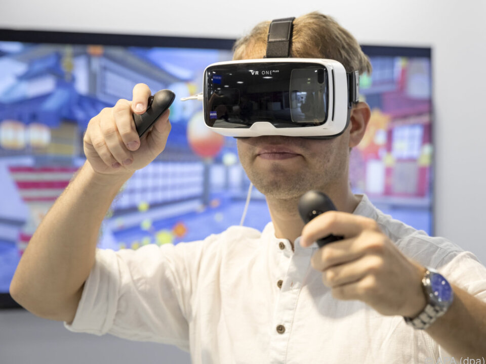 Das Spiel läuft auf dem PC, das Bild wird auf die Brille übertragen