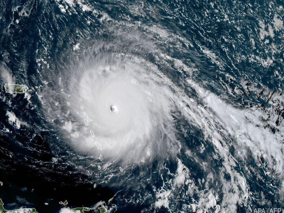 Der Hurrikan hat Windgeschwindigkeiten von knapp 300 km/h