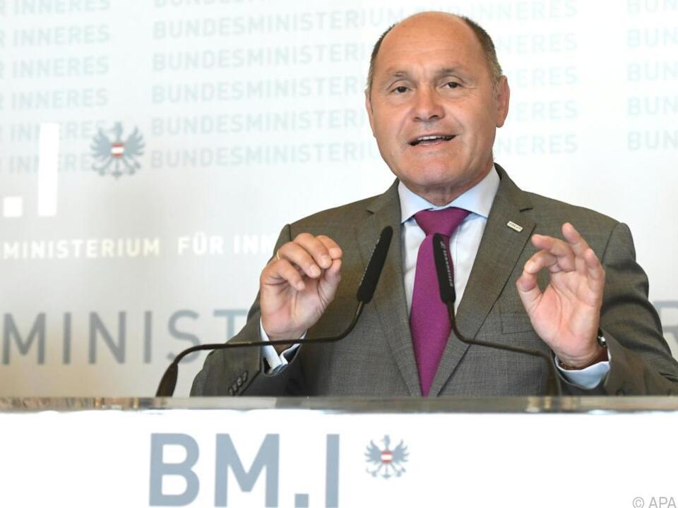 Der Innenminister sperrt sich gegen die EU-Ideen