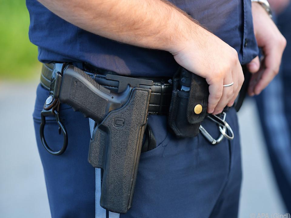Der Polizist musste seine Dienstwaffe ziehen
