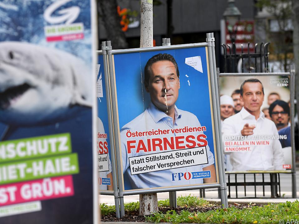 Die FPÖ wird am rechten Rand eingeordnet, die Grüne am linken
