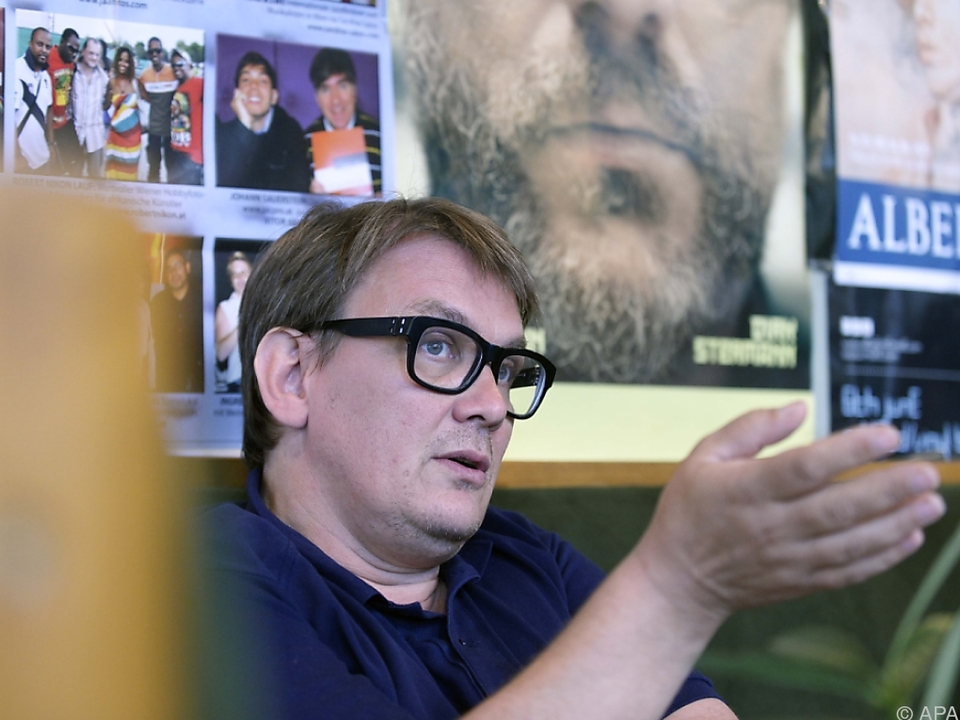 Diesmal hat Regener viele Österreicher in seinen Roman gepackt