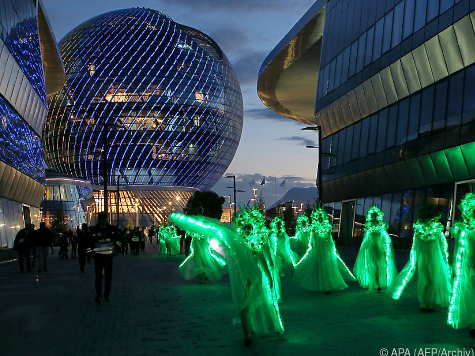 Expo-Wahrzeichen: 80 Meter hohe Glaskugel \