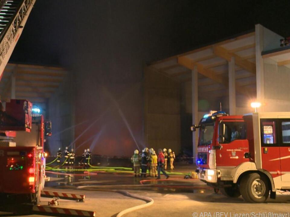 Feuerwehr verhinderte ein Übergreifen der Flammen auf das Heizkraftwerk
