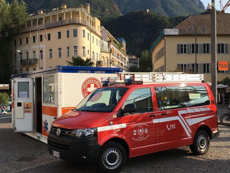 Freiwillige Feuerwehr Bozen Stadtfest Weiß Kreuz