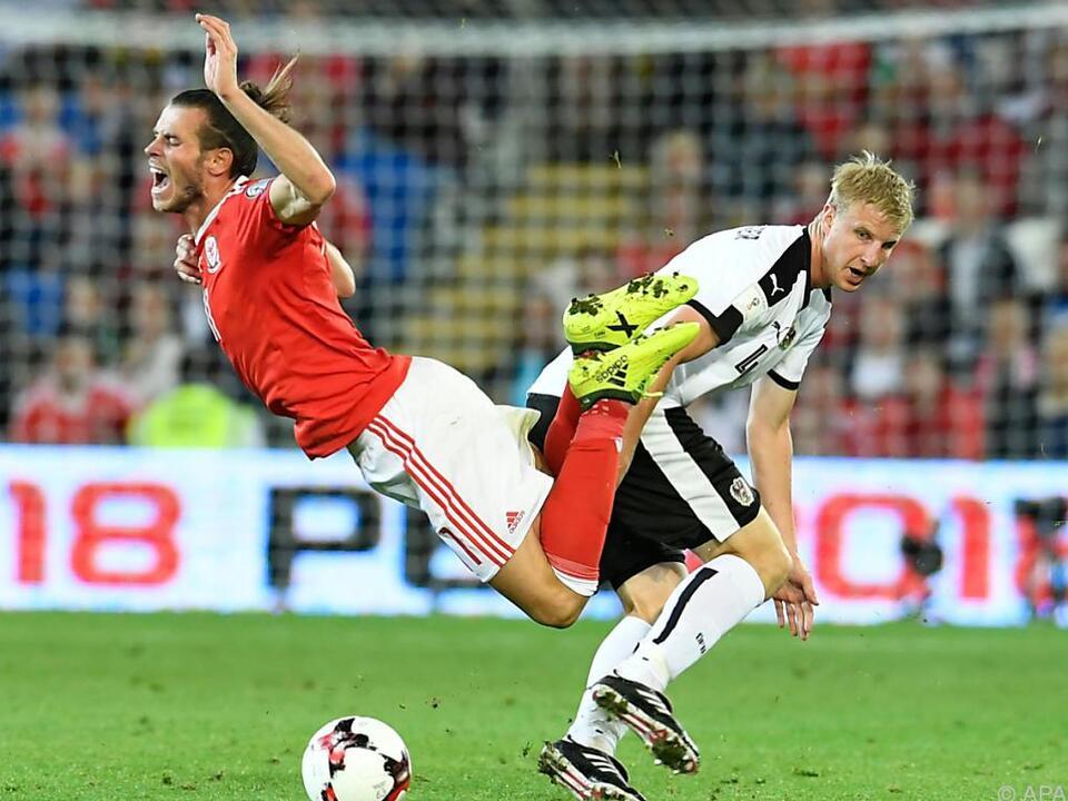 Gareth Bale von Hinteregger leicht gefoult