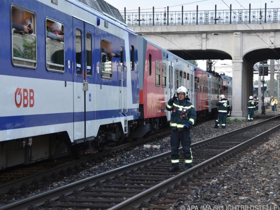 Gegen 8.30 konnte der Zug zum Bahnhof geleitet werden