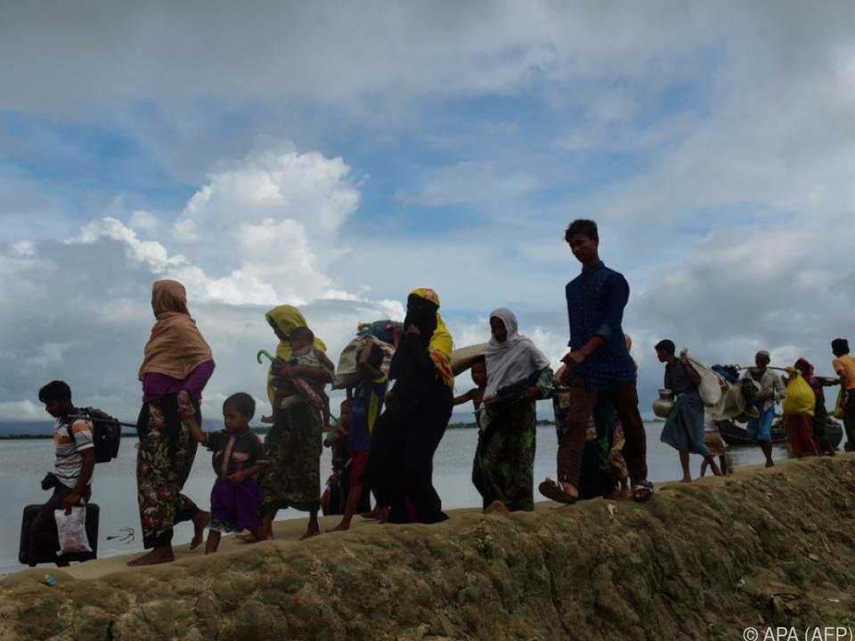 Grausam verfolgte Rohingya auf der Flucht