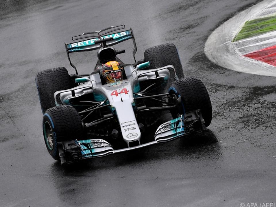 Hamilton im Regen nicht zu schlagen