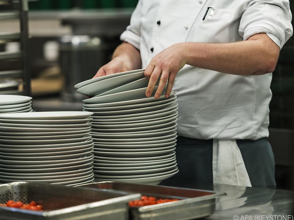 Hohe Wachstumsraten gab es in der Gastronomie küche mensa koch essen teller sym