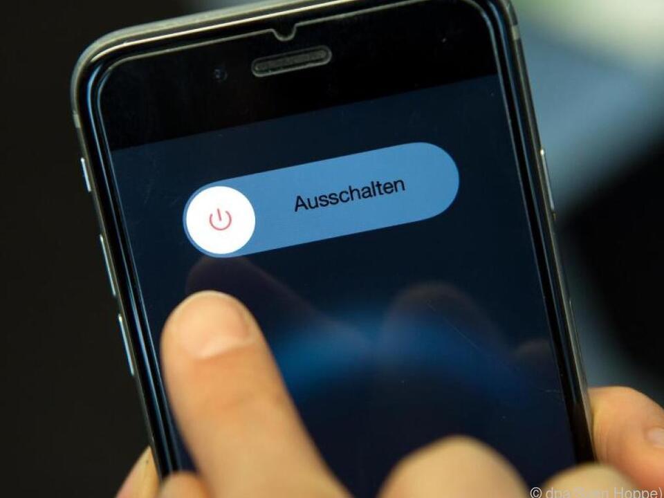 Immer mehr Menschen schalten häufiger ihr Smartphone aus