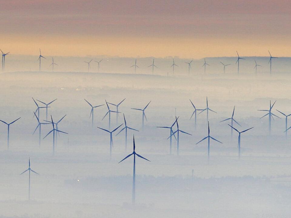 Kanzler Kern will noch mehr auf Ökostrom setzen windkraft windrad