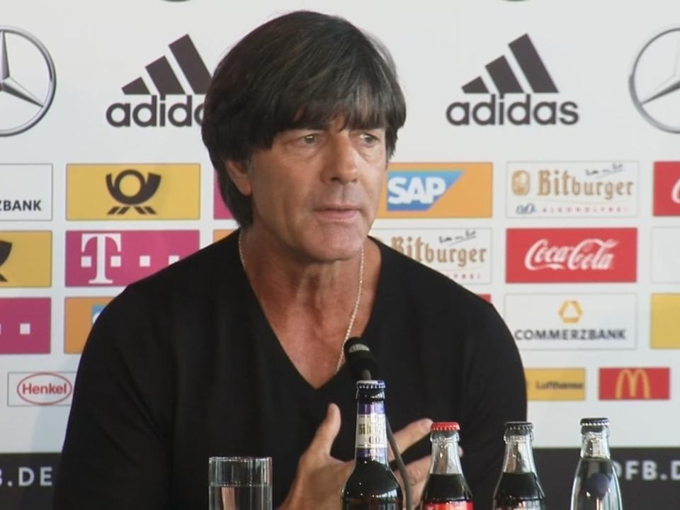Löw verurteilt Fan-Verhalten in Prag
