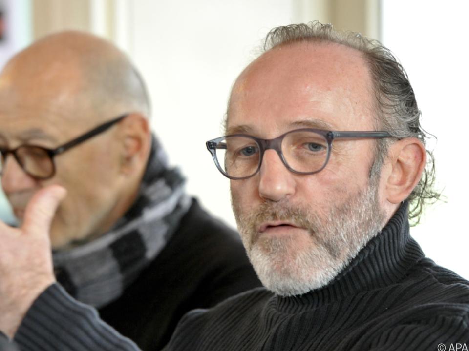 Markovics spielt in der Serie einen österreichischen Journalisten