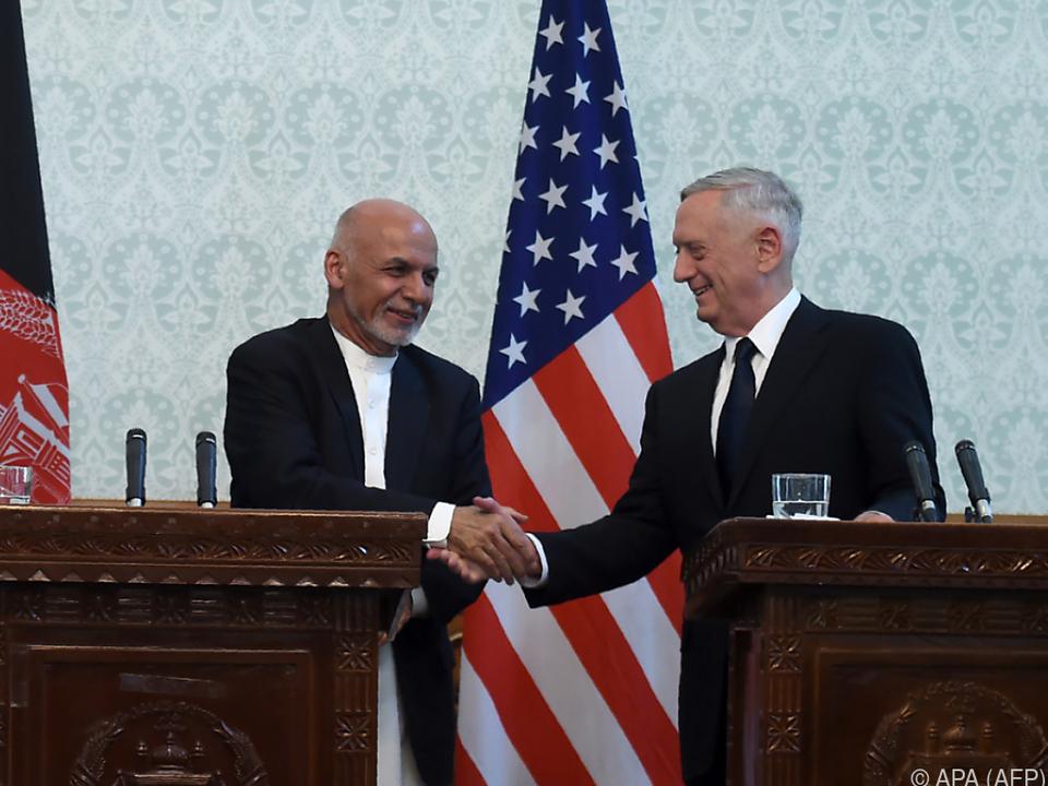 Mattis (r.) weilt in Anfghanistan