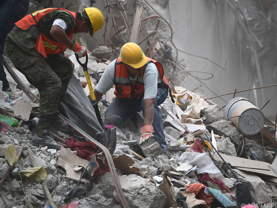Mehr als 280 Menschen wurden bisher tot geborgen