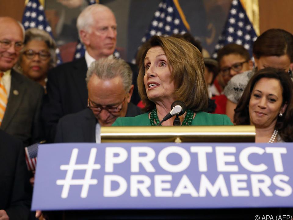 Nancy Pelosi gab die Einigung bekannt